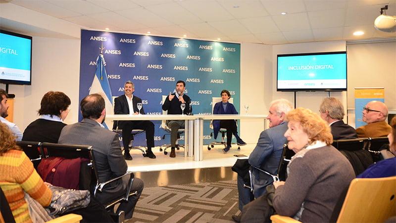 ANSES presentó el Programa Inclusión Digital para Adultos Mayores